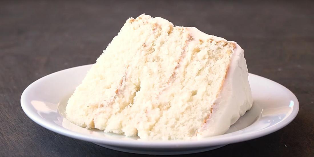 Le plus incroyable des gâteau blanc que vous aurez mangé dans votre vie!