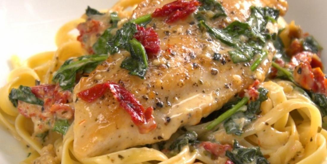 Le poulet à la toscane dans une sauce crémeuse, une recette divinement réconfortante