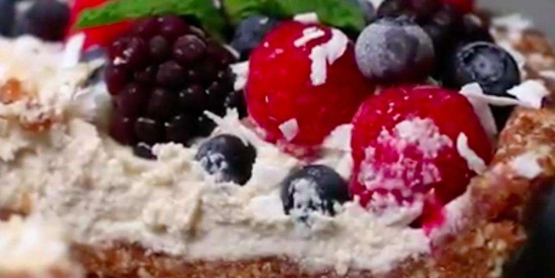 Voici une sublime tarte au baies et à la crème sans lactose