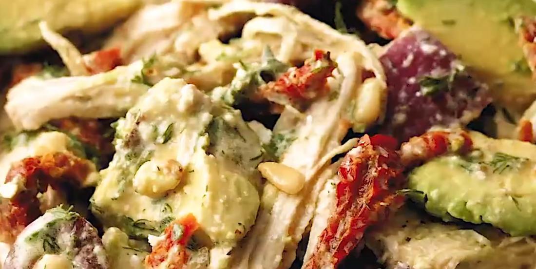 Salade crémeuse de poulet à la grecque