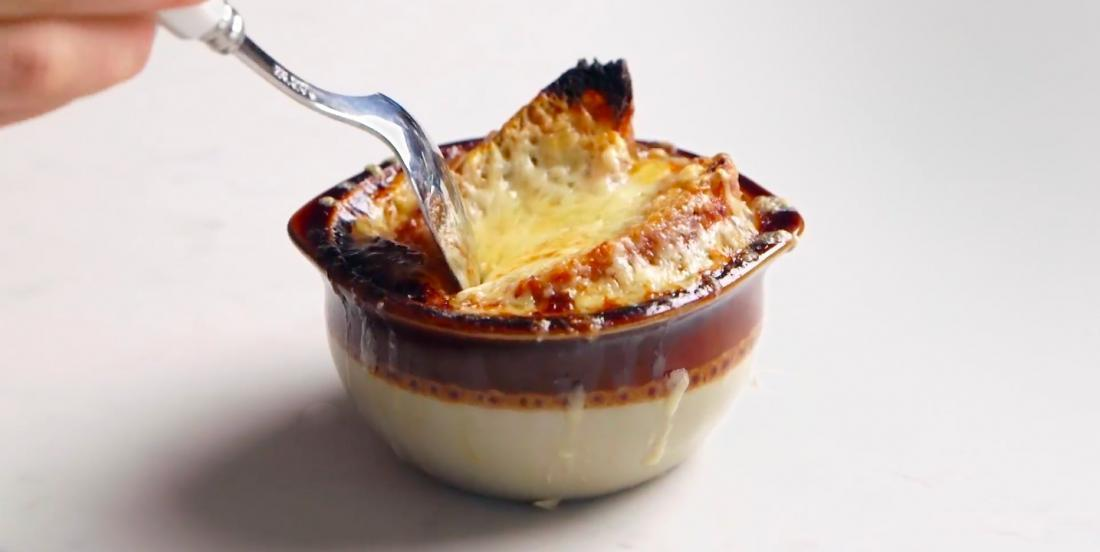 Après avoir testé des dizaines de recettes de soupe à l'oignon, celle-ci est la grande gagnante!