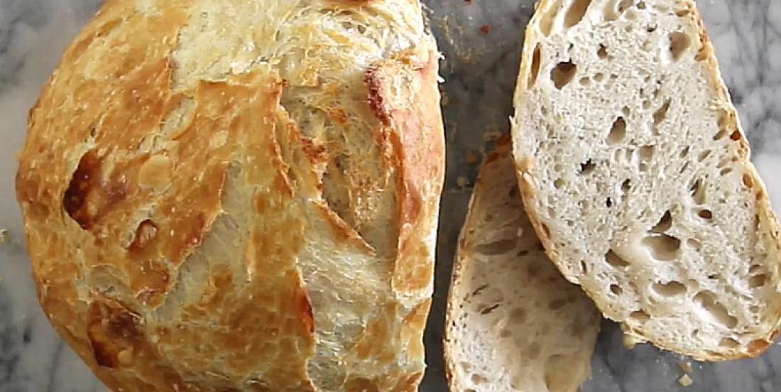 Avec 4 ingrédients, confectionnez cet excellent pain croustillant sans pétrissage