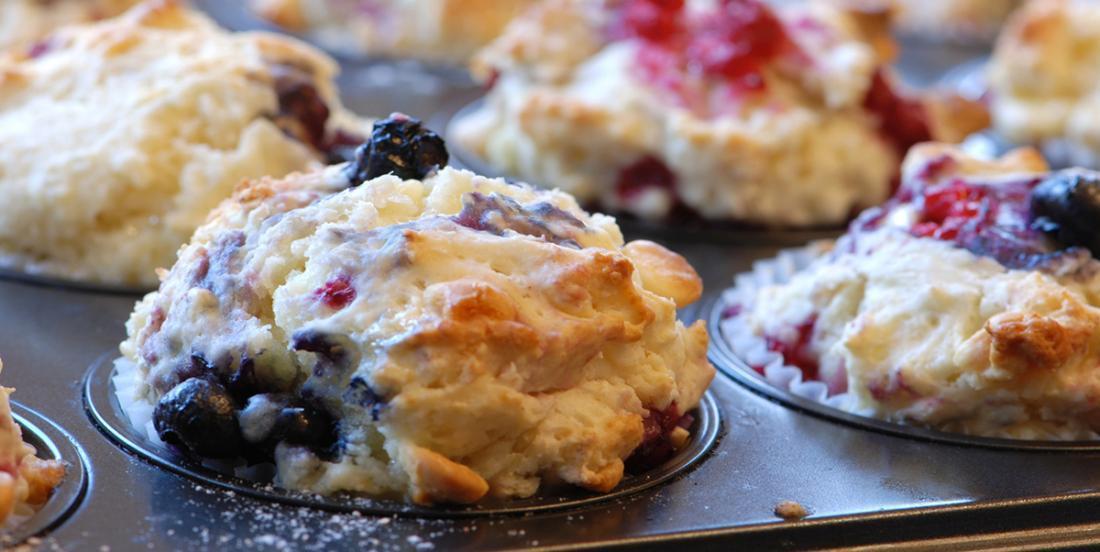 Muffins aux bleuets, aux framboises et au yogourt