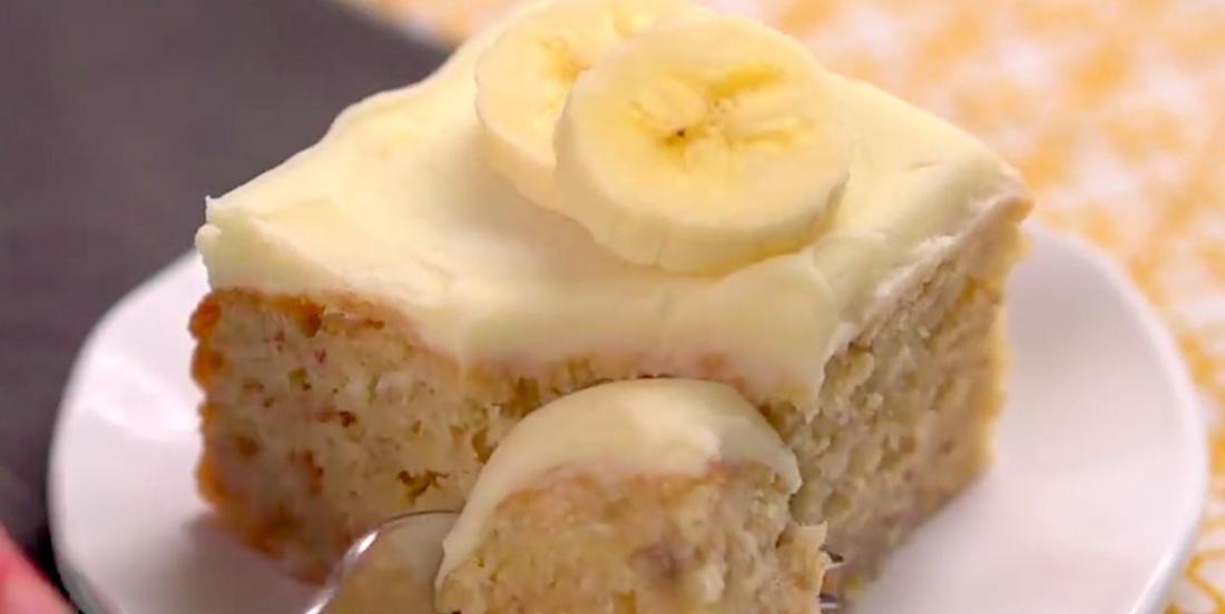 Gâteau aux bananes avec crémage au fromage à la crème