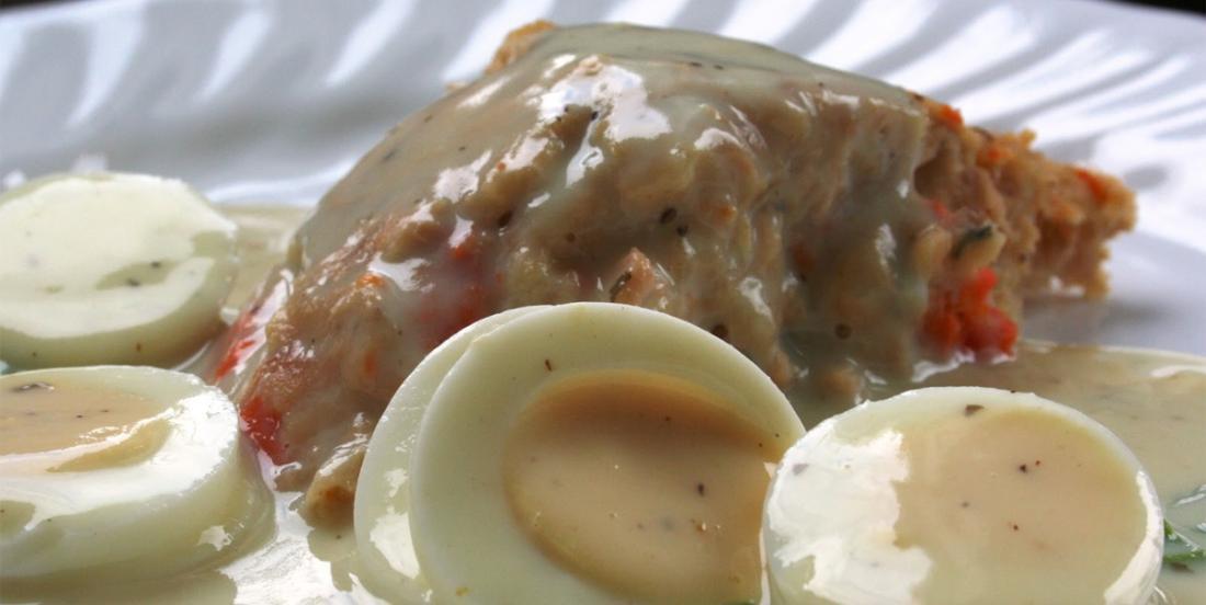 Recette classique de mon enfance, le pâté au saumon, sauce blanche aux œufs