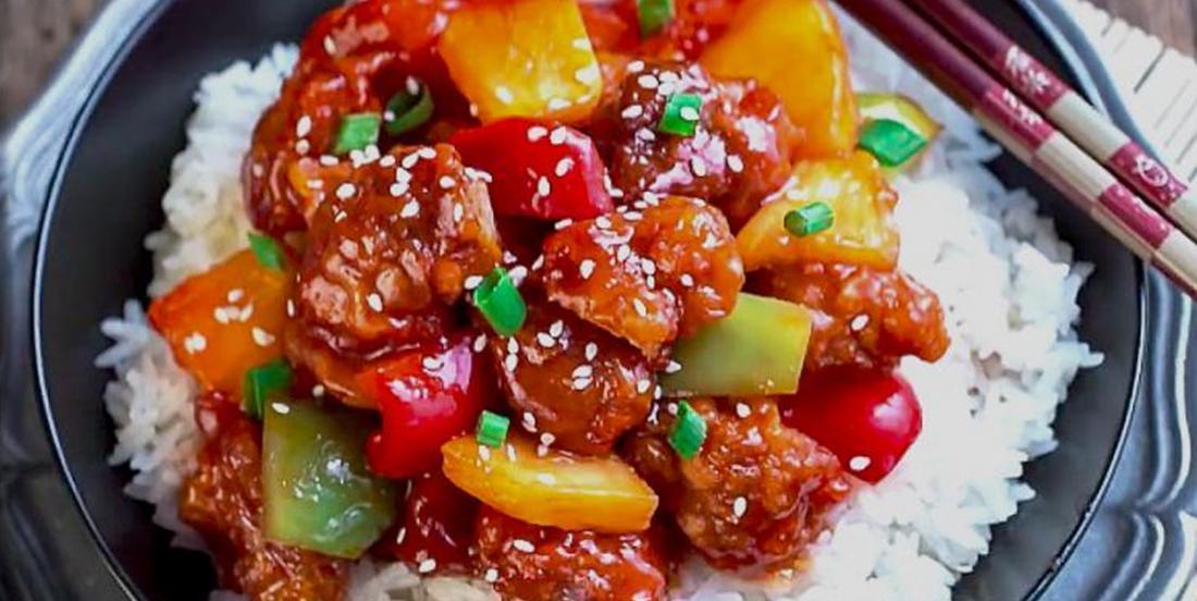 Poulet aigre-doux, poivrons et ananas! Le tout à la mijoteuse pour un repas des plus satisfaisants