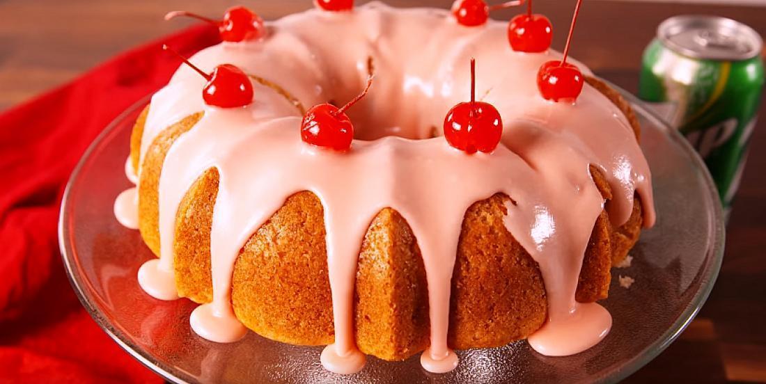 Gâteau aux cerises à la manière d'un cocktail Shirley Temple