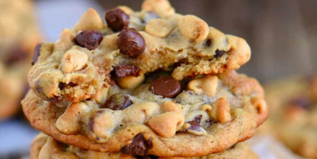 Délicieux biscuits aux bananes, pépites de chocolat et beurre d'arachides