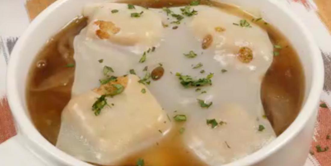 Soupe à l'oignon hyper simple à la mijoteuse