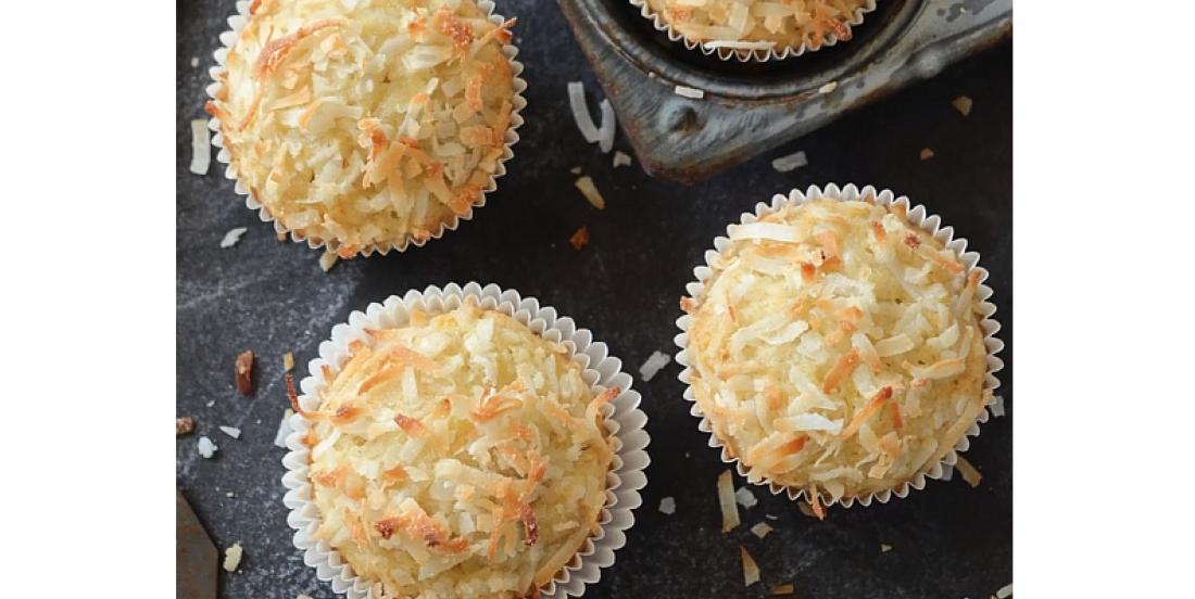 Muffins aux bananes et à la noix de coco, mi-croustillants mi-moelleux
