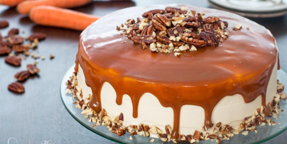 Un gâteau aux carottes et au caramel fondant