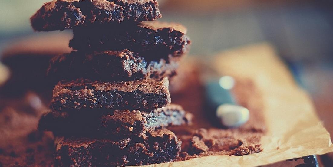 Barres à la pâte à brownies sans produits laitiers ni huile ajoutée