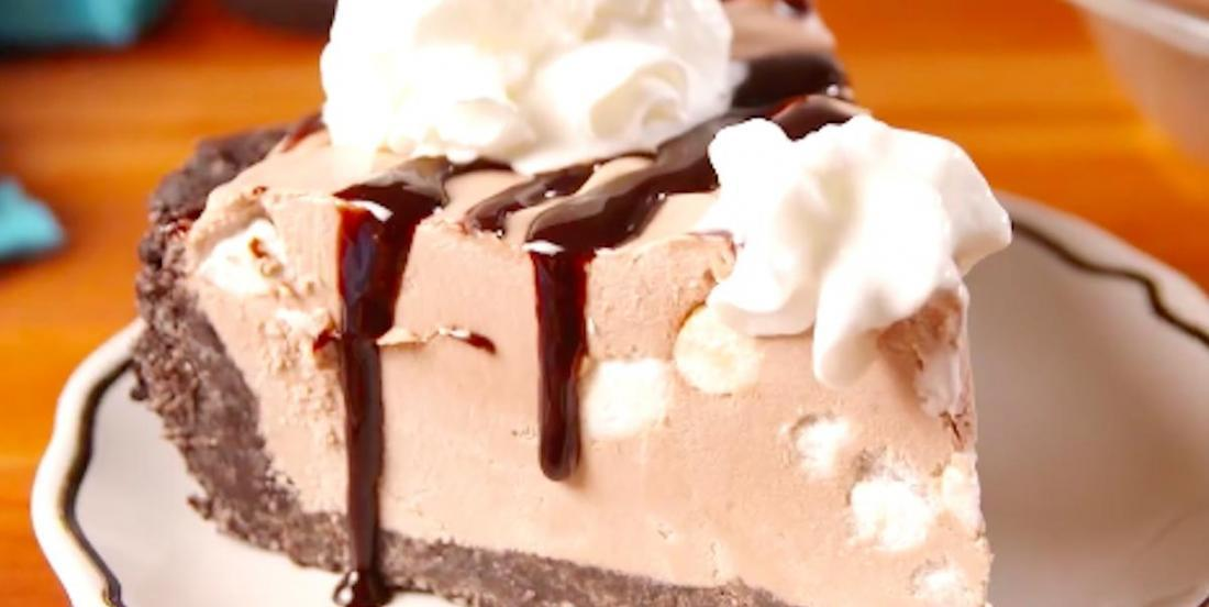 Gâteau au fromage glacé au chocolat chaud