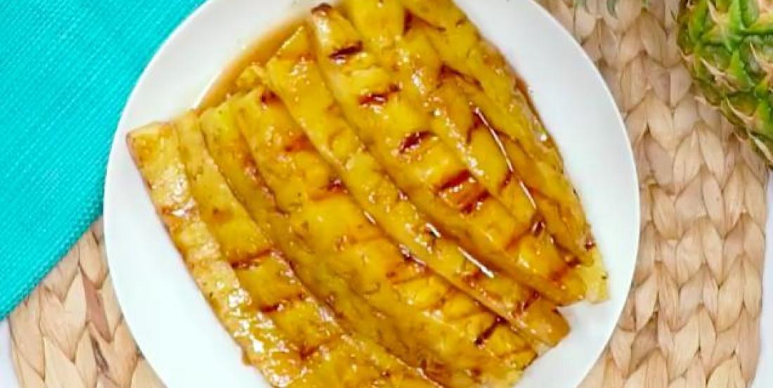 Ananas grillés caramélisés au sucre brun et à la cannelle