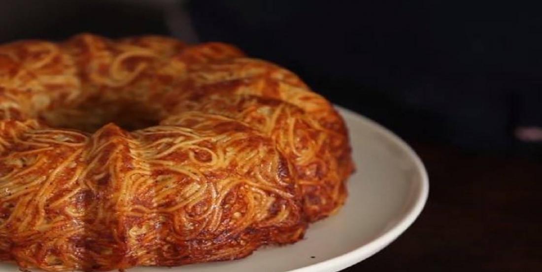 Comment faire cuire vos pâtes dans un moule à gâteau!