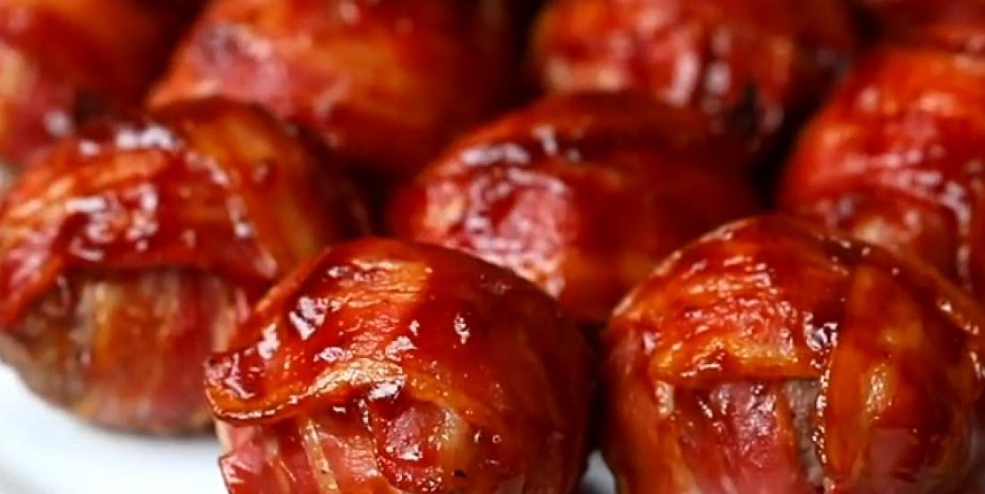 Préparez ces fameuses boulettes de cheeseburger enrobées de bacon croustillant