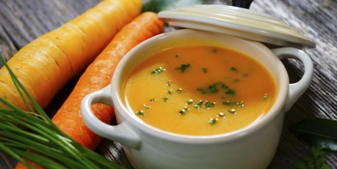 Potage aux carottes, aux pommes et au gingembre