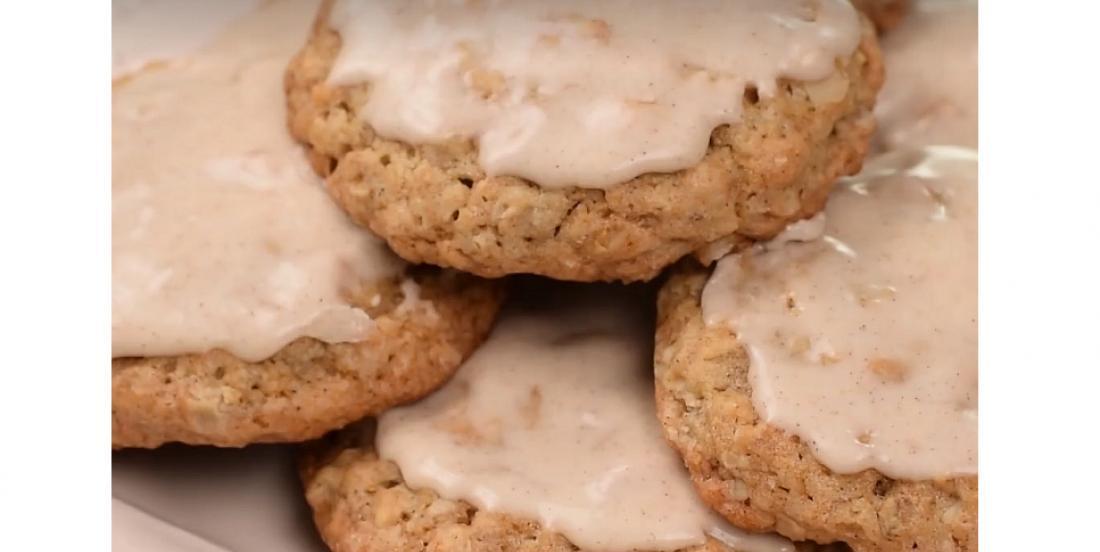 Biscuits à l'avoine de notre enfance avec glaçage à la cannelle