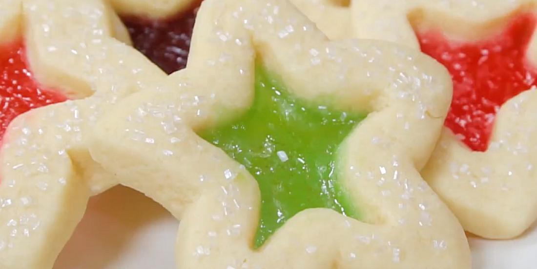 Biscuits sablés au centre coloré comme de jolis vitraux