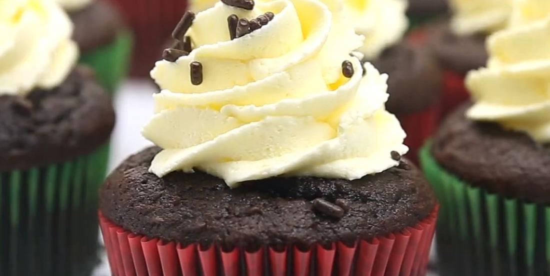 Cupcakes au chocolat chaud et aux guimauves
