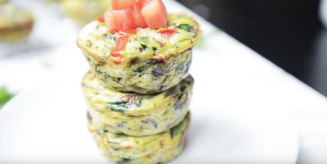 Ces muffins-déjeuner aux oeufs et aux légumes sont faibles en glucides
