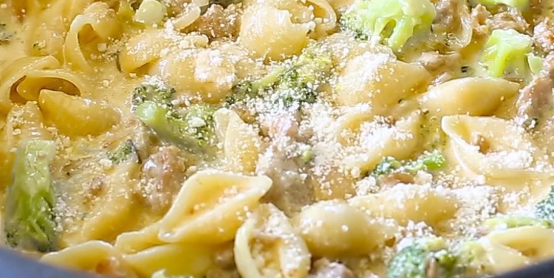 Pâtes crémeuses aux brocolis et  à la saucisse, un souper des plus réussis pour une soirée pressée!
