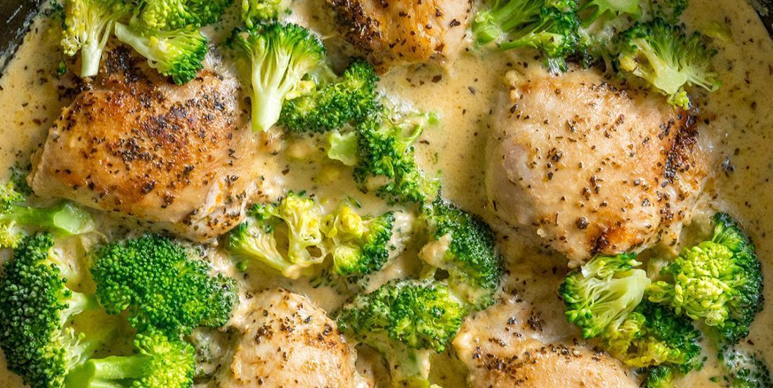 Poulet en sauce accompagné de brocolis