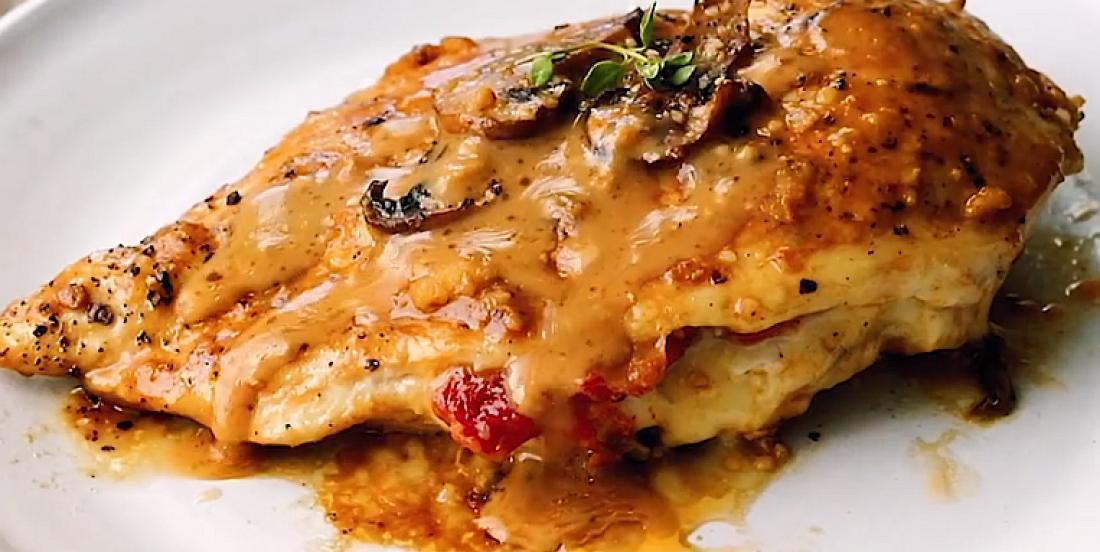 Poulet farci à la sicilienne au fromage et aux tomates séchées