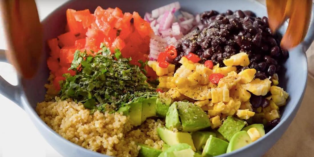 Salade festive de quinoa mexicain