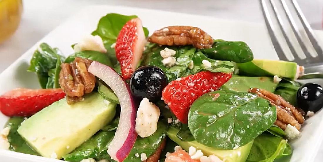 Salade d'épinards aux petits fruits et aux pacanes confites