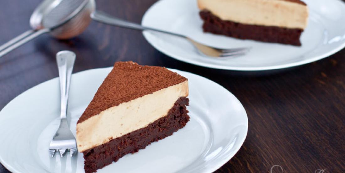 Gâteau au chocolat sans farine avec mousse au café est un grand favori