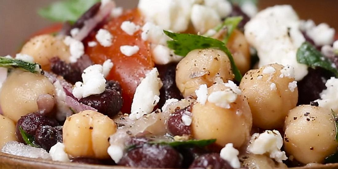 Salade de légumineuses et feta avec vinaigrette maison