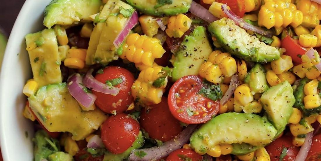 Salade estivale au maïs et à l'avocat
