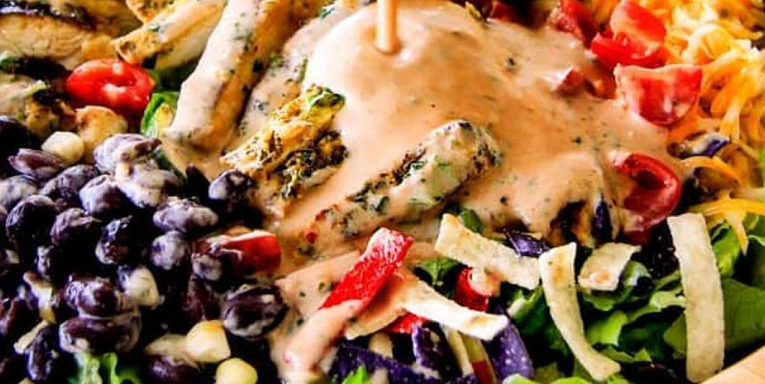 Salade taco au poulet mariné lime-coriandre avec vinaigrette catalina maison