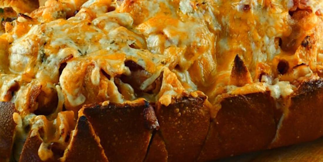 Entrée de pain au fromage et bacon dont tout le monde raffole