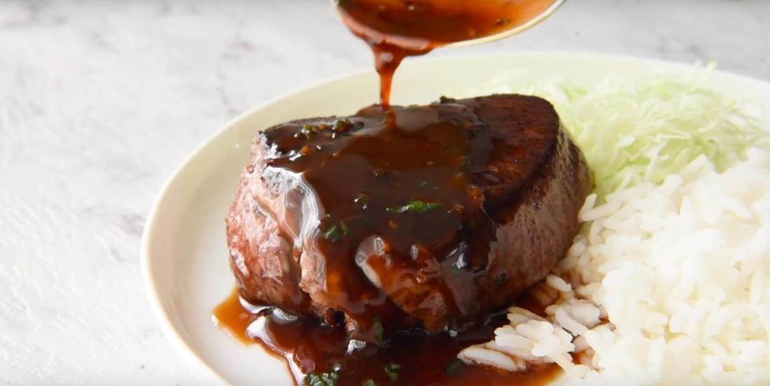 Filet de boeuf accompagné d'une sauce brune aux saveurs exquises