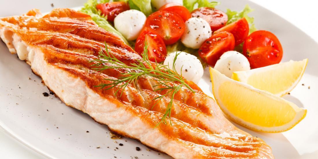 Filets de saumon au beurre à l'ail citronné, un délice facile à cuisiner