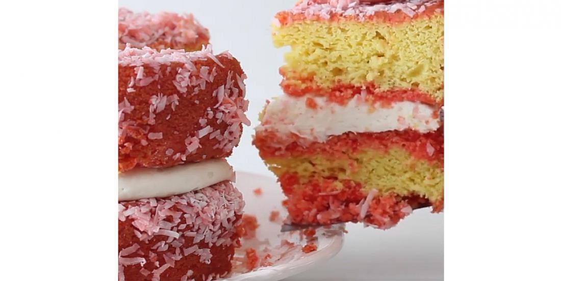 Gâteau étagé au Jell-O à la framboise et à la vanille
