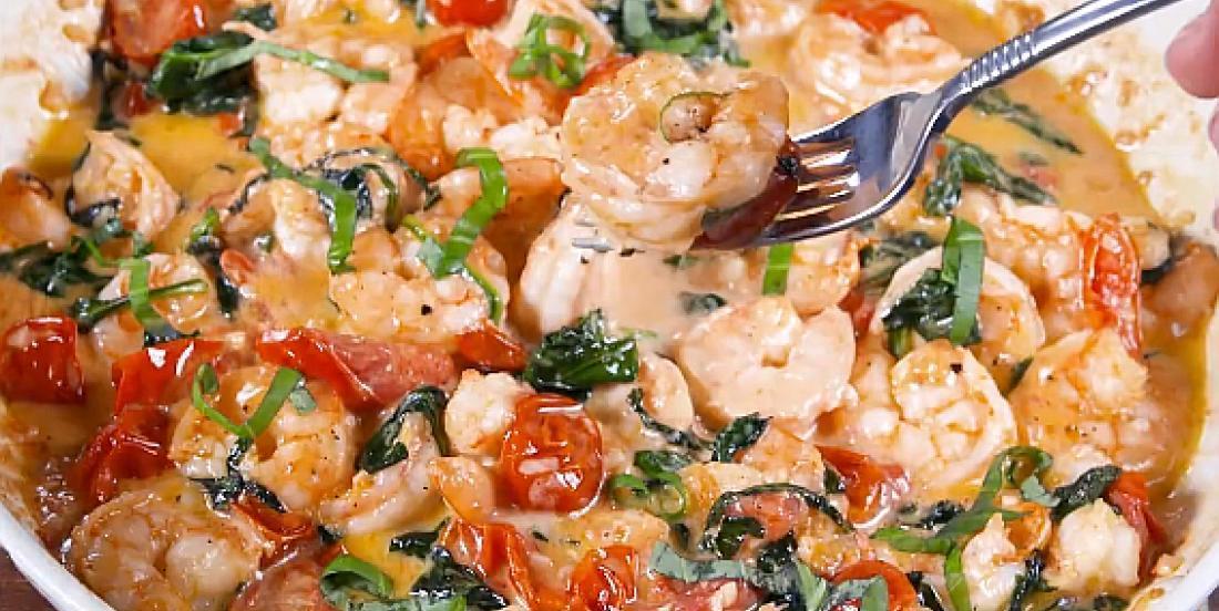 Les meilleures crevettes dans une sauce au beurre à la toscane