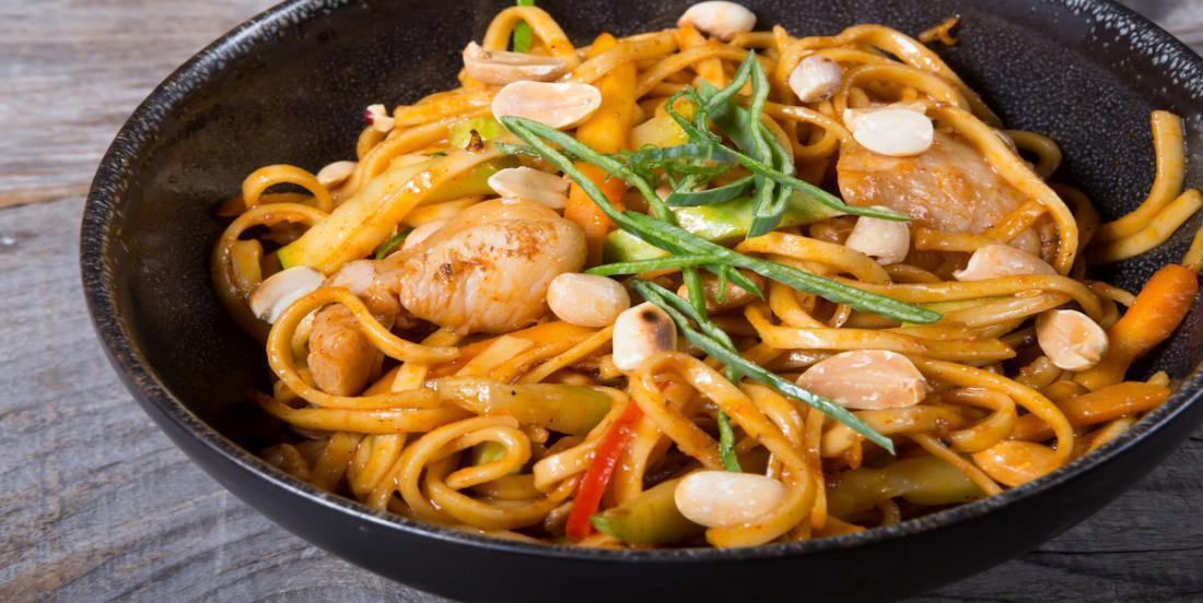 Nouilles thaï au poulet et aux arachides