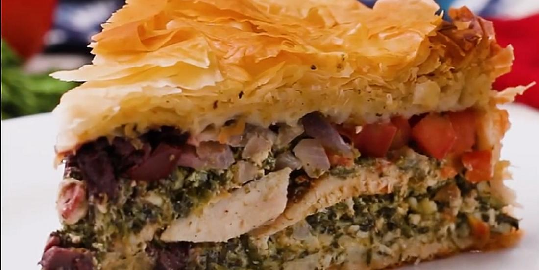 Pâté feuilleté à la grecque au poulet, feta et épinards