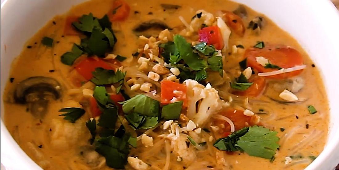 Soupe piquante poulet et nouilles à la thaïe