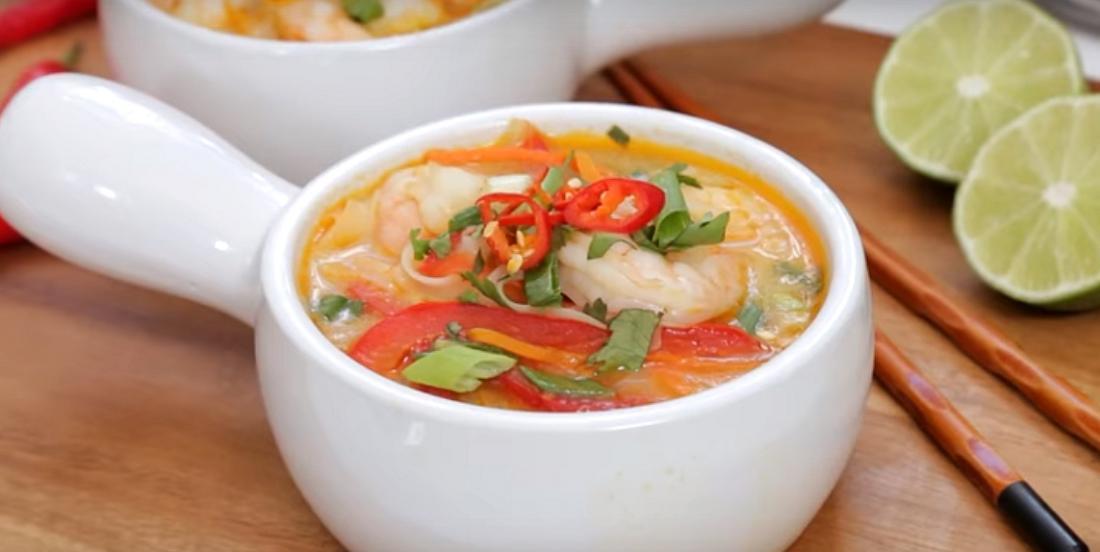Soupe thaï aux crevettes qui se prépare rapidement