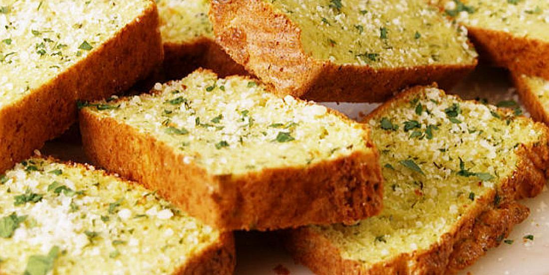 Un savoureux pain à l'ail, version santé