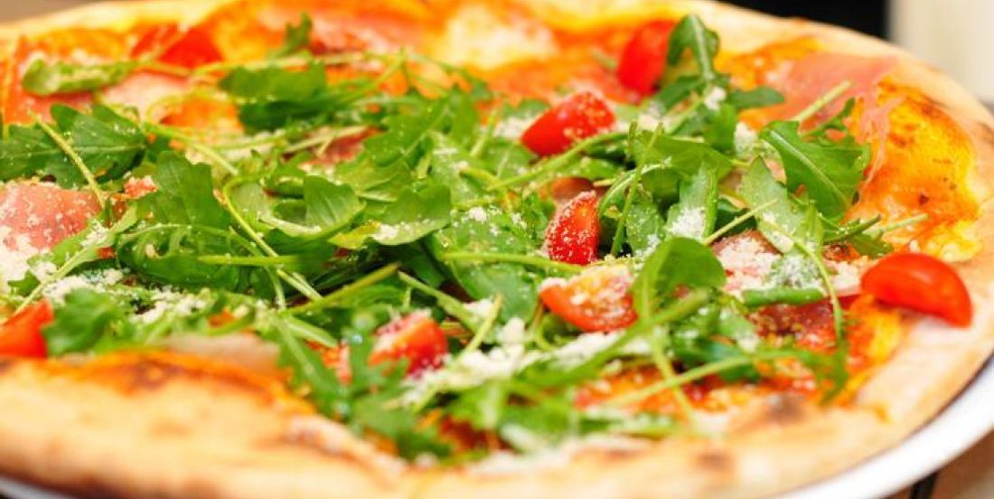 Pizza débordante de couleurs rapide et délicieuse!
