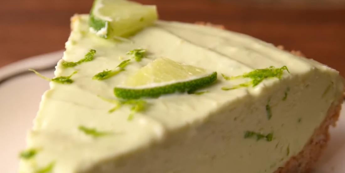 Surprenant gâteau au fromage à l'avocat et à la lime