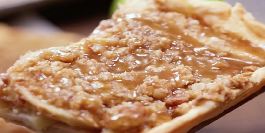 Trottoir aux pommes et à la sauce caramel