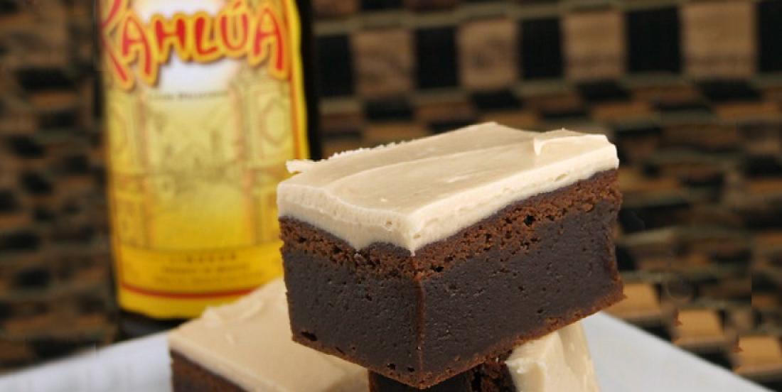 J'ai mis du Khalua dans le brownie et aussi dans le glaçage... Cette recette est très réussie!