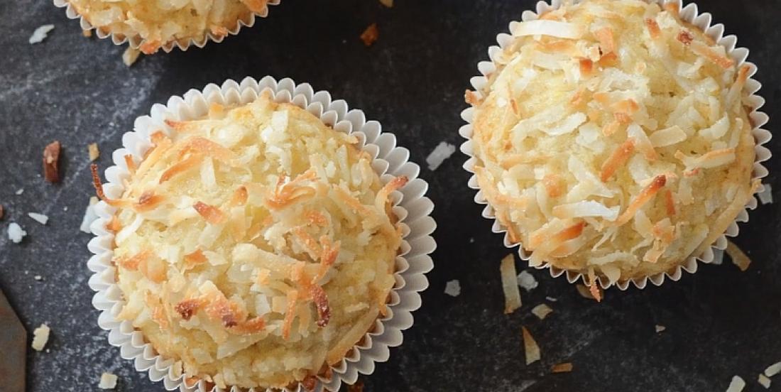 Muffins croustillants aux bananes et à la noix de coco