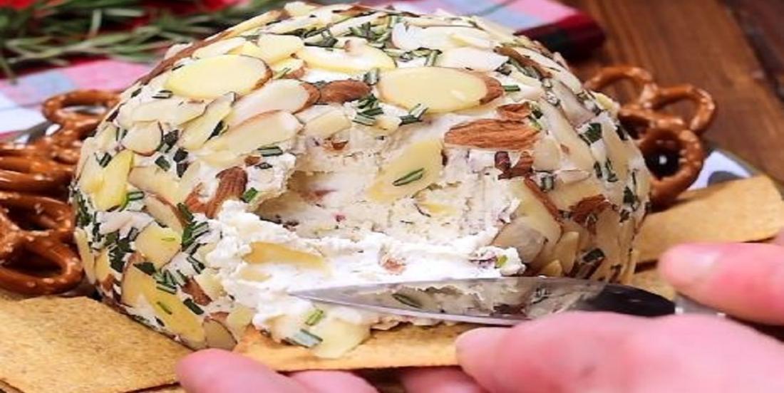 Boule de fromage aux amandes